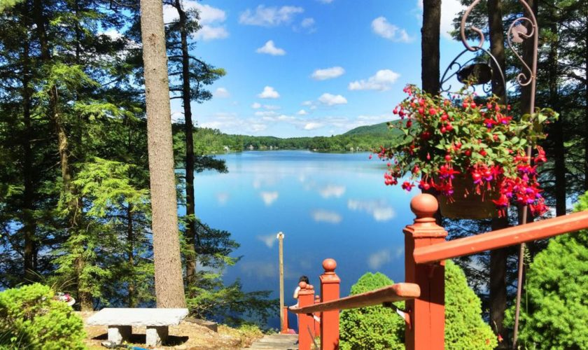 7 lakeside Berkshire vacation rentals less than three hours from Boston