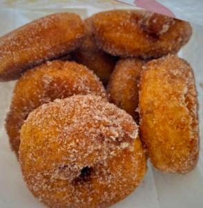 best apple cider donuts reds